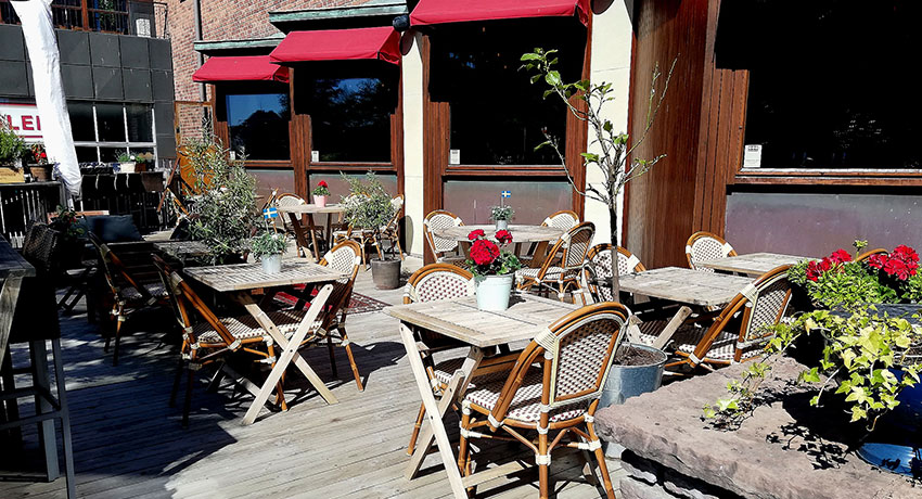 Bistro Jarlens outdoor seating