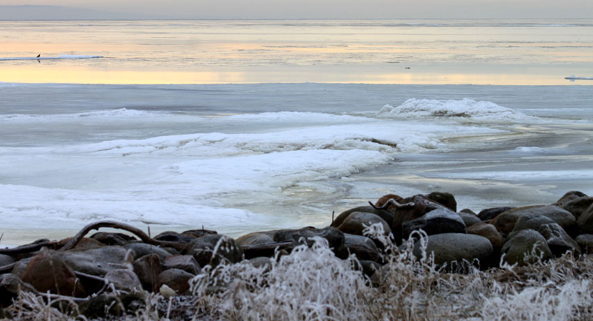 The sea at Östra beach in winter